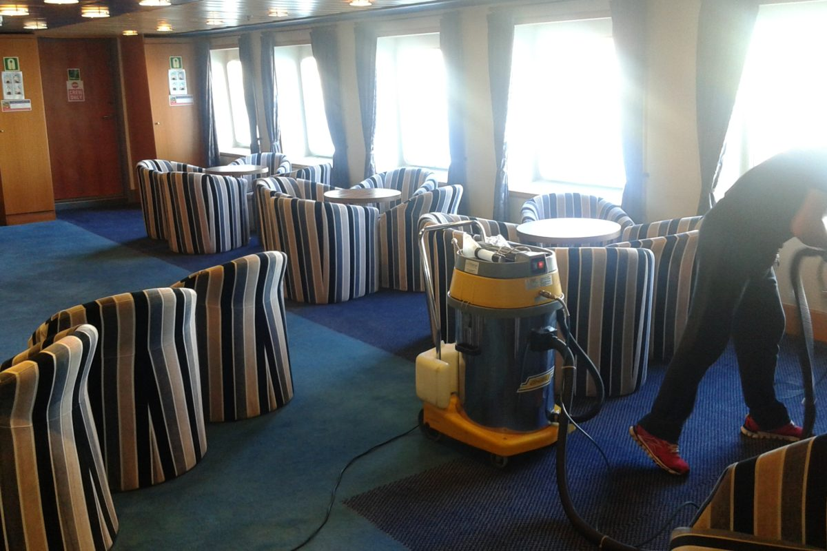 Καθαρισμός σε Καράβι
