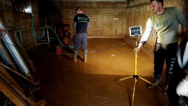 Γενικός καθαρισμός οικιών μετά από πλημμύρα.